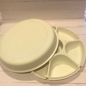 Tupperware divided veggie tray with lid